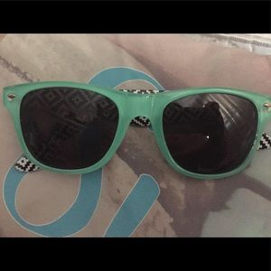 Accessories - 💥Minty Green Sunglasses